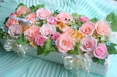 プリザーブドフラワー | ウエディングの受付装花(ウェルカムドールの花台)